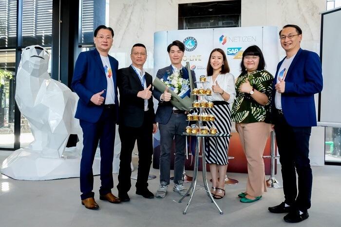 Sap Thailand ร่วมมอบเค้กและดอกไม้ ให้กับ บริษัท พัฒนาอินเตอร์คูล จำกัด เพื่อแสดงความสำเร็จการวางระบบ Netizen Arabica