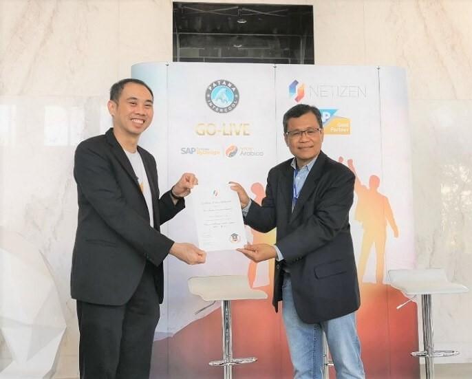 ดร. วีรกาญ ตันติไพบูลย์ธนะ CPO บริษัท เนทติเซนท์ จำกัด ร่วมมอบ ใบ Netizen Academy Certificate ให้กับ Key Users ที่ได้ผ่านการอบรม และเข้าร่วมการวางระบบ โครงการ Netizen Arabica
