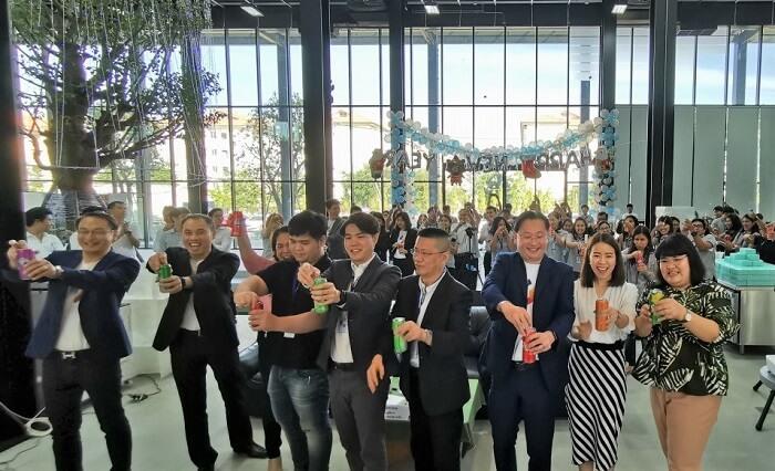 ทีมผู้บริหารและทีมงาน ร่วมเฉลิมฉลองแสดงความสำเร็จการวางระบบ Netizen Arabica ในครั้งนี้ไปด้วยกัน