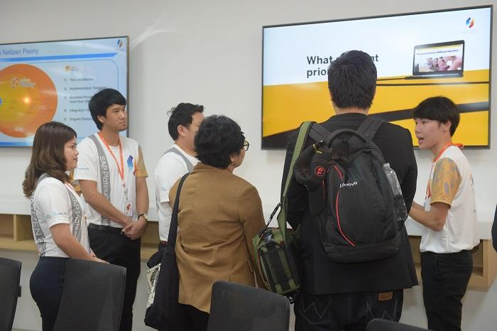 ทีมงาน Netizen ต้อนรับผู้เข้าร่วมงานอย่างอบอุ่น พร้อมแนะนำโซลูชัน และเทคโนโลยีใหม่ล่าสุดให้กับผู้เข้าร่วมงาน