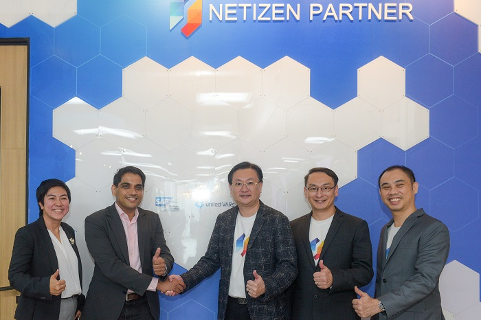 Mr. Shaunak Bhide - SAP SouthEast Asia, คุณอัมพิกา จันทรภักดี - Regional Director SAP และทีมผู้บริหาร Netizen ร่วมเปิดป้ายความร่วมมือและแสดงความสำเร็จการเป็น SAP Platinum Partner และเป็นสมาชิก United VARs