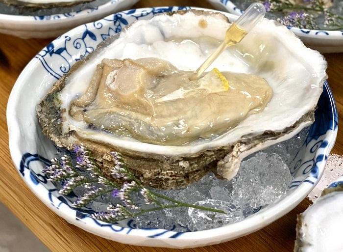 Oyster เนื้อหอยสด ชุ่มฉ่ำ เสิร์ฟกับ Talisker whisky