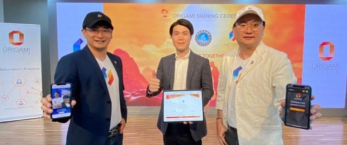Netizen Origami Signing with Patana intercool