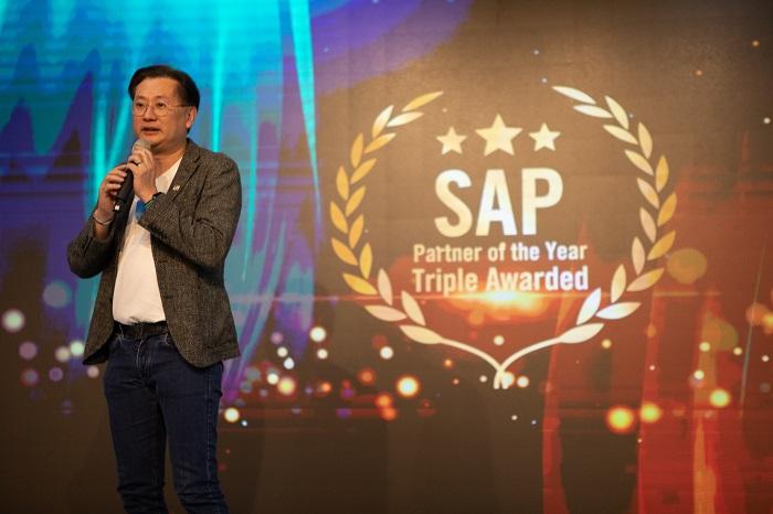คุณกฤษดา สาธุกิจชัย Founder Netizen ร่วมกล่าวแสดงความยินดี Netizen ได้รับรางวัล SAP Partner of The Year ถึง 3 ปีซ้อน