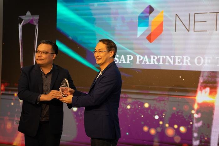 คุณเสรี สาธุกิจชัย CEO Netizen ขึ้นรับรางวัล SAP Partner of The Year 2019