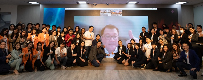 คุณ Alex จาก SAP ร่วมแสดงความยินดีกับ Netizen ในงานประกาศรับรางวัล SAP Partner of the Year 2019